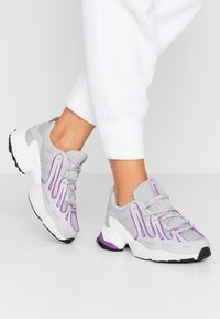 adidas Originals - EQT GAZELLE RUNNING-STYLE SHOES - Baskets basses - grey two/active purple - 0