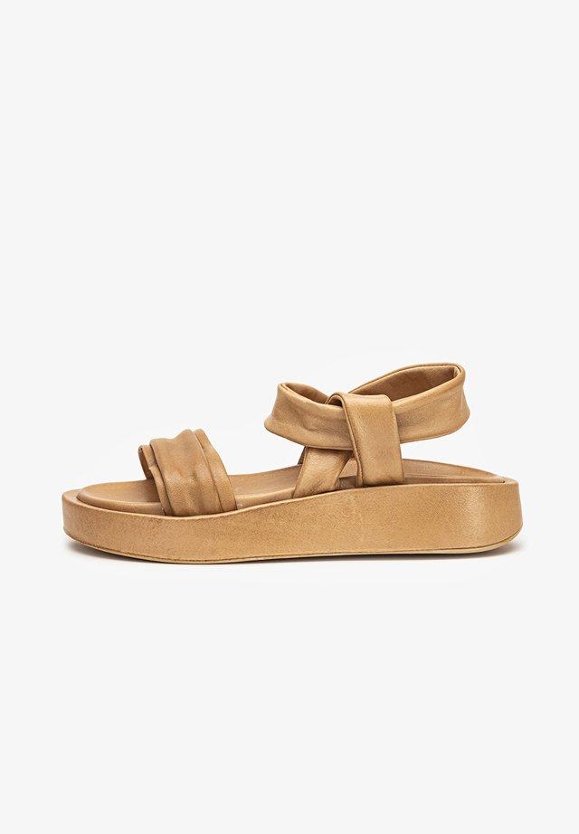 Sandalen met sleehak - scissors scs