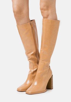 IVONE - Laarzen met hoge hak - beige