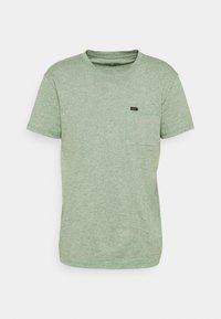ULTIMATE POCKET TEE - T-shirt med print - fairway