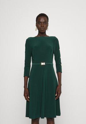 LUCILENA ELBOW SLEEVE DAY DRESS - Jersey dress - deep pine
