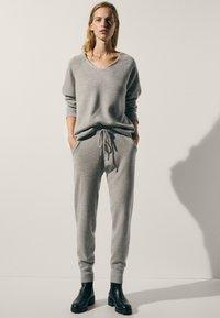 Massimo Dutti - 100 % KASCHMIR  - Tracksuit bottoms - grey - 1