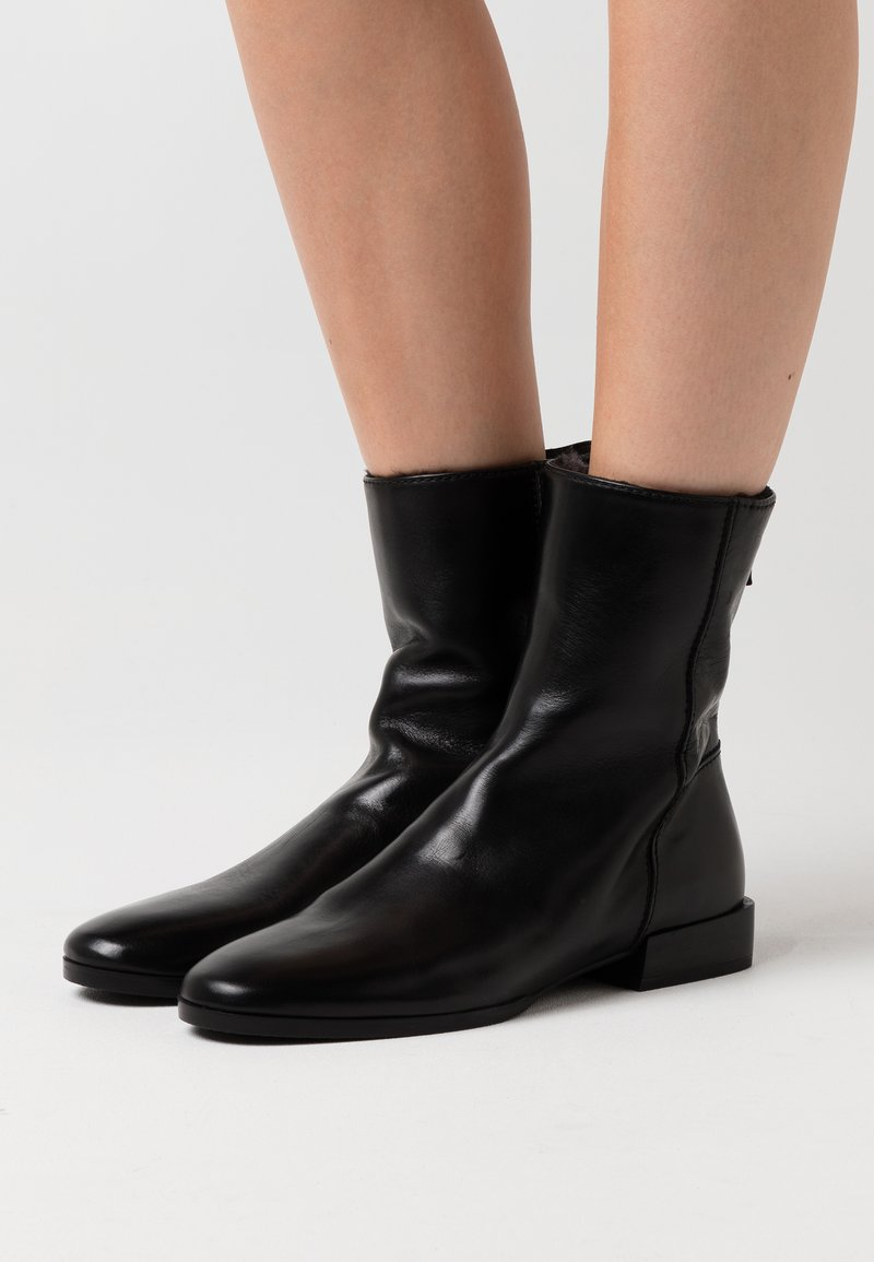Homers - WHITE - Classic ankle boots - black