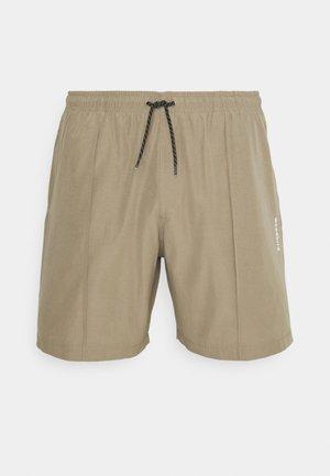 HANSI TRACK - Shorts - sand
