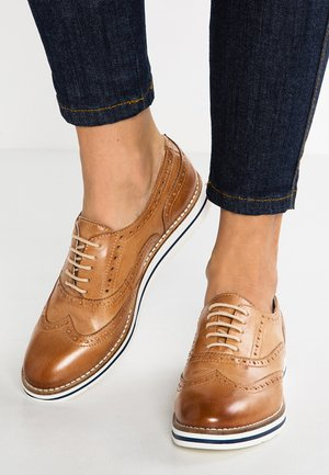 LEATHER FLAT SHOES - Casual lace-ups - cognac