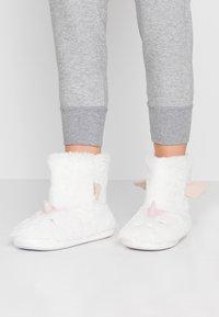 Dorothy Perkins - UNICORN NOVELTY BOOTIE - Slippers - white - 0