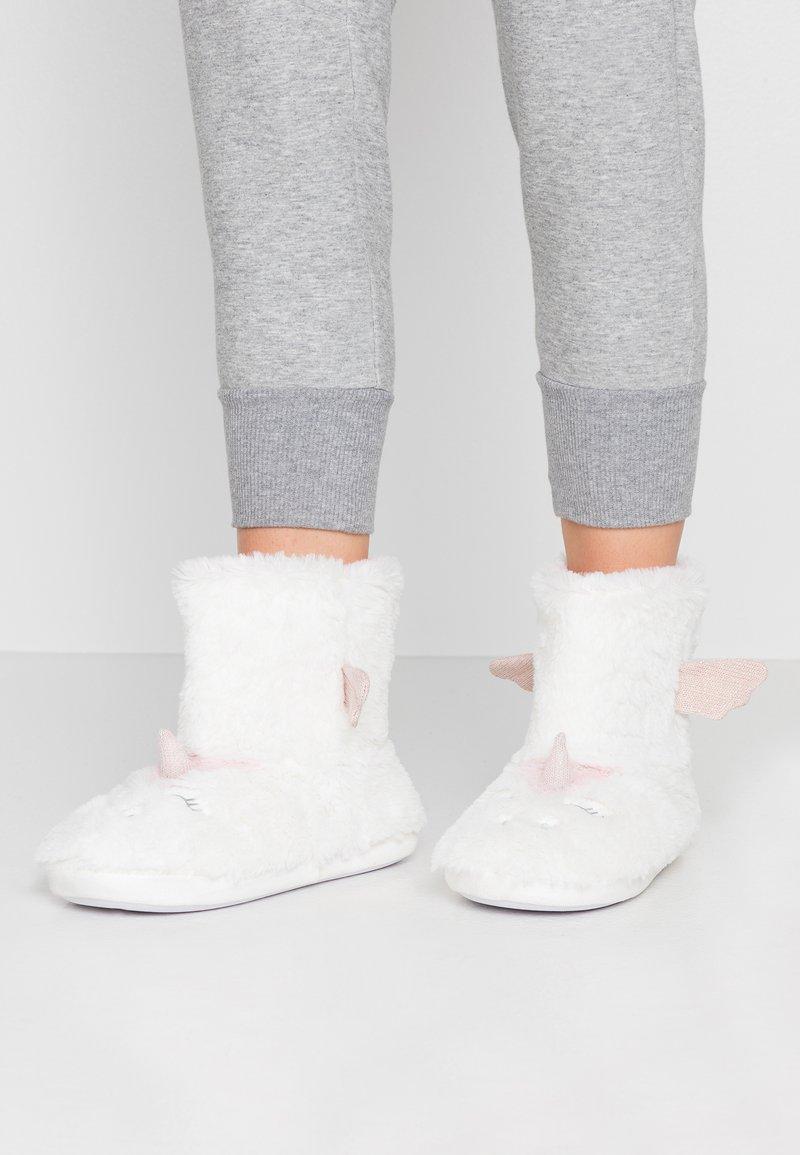 Dorothy Perkins - UNICORN NOVELTY BOOTIE - Slippers - white