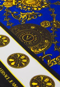 Versace Jeans Couture - REGALIA BAROQUE SCARF UNISEX - Foulard - midnight/gold-coloured - 4