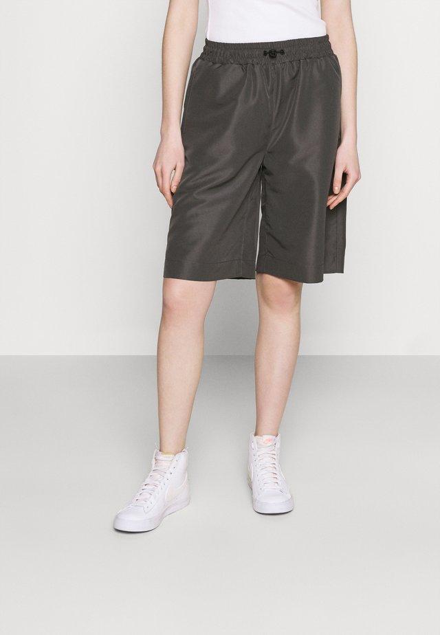 CHERRIE  - Short - grey