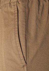 Filippa K - GILLIAN TROUSER - Trousers - muddy brow - 6