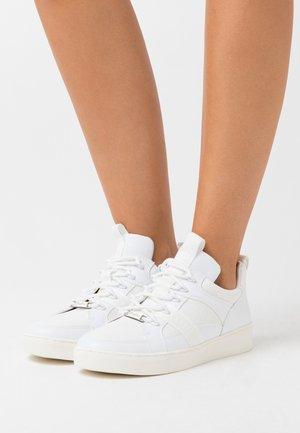 CATCHER LEAD - Sneaker low - lizard white