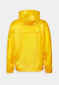 Nike Sportswear - REVIVAL - Kevyt takki - solar flare/sail - 1