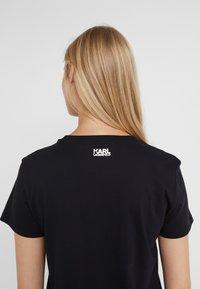 KARL LAGERFELD - SQUARE LOGO TEE - T-shirts med print - black - 3