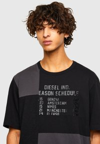 Diesel - ATCHWORK - Print T-shirt - black - 3