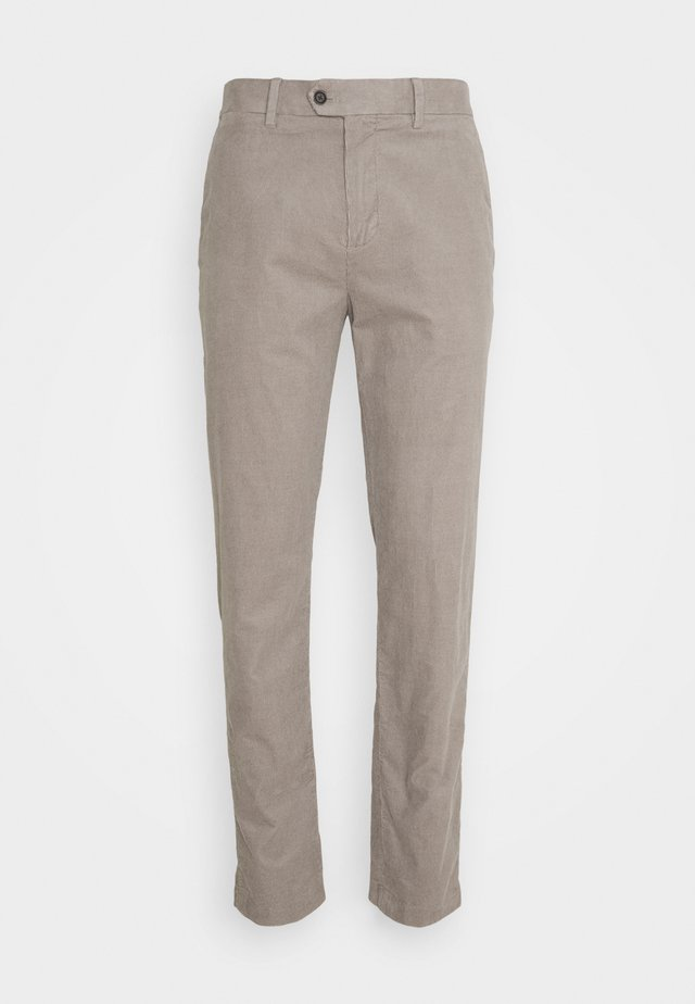 TRAVELER - Pantalones - stone