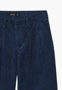 LMTD - WIDE - Kalhoty - dress blues - 2
