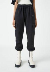 PULL&BEAR - Teplákové kalhoty - black - 0
