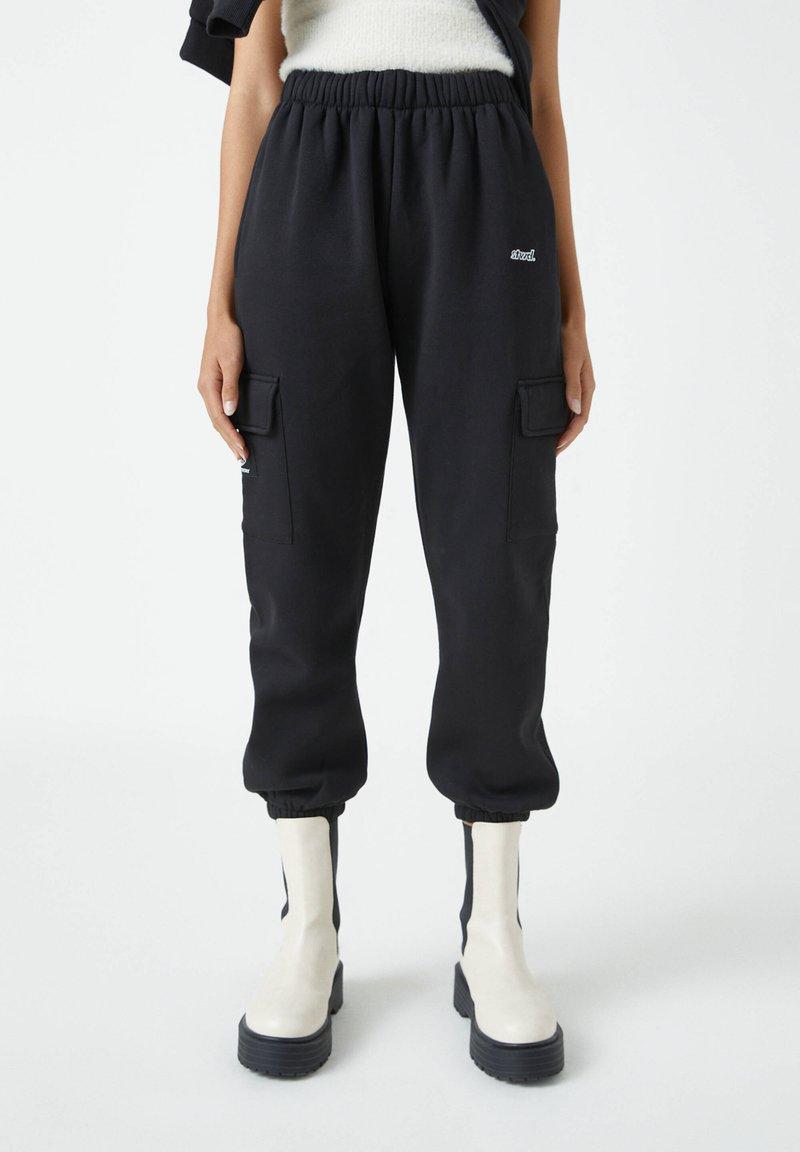 PULL&BEAR - Teplákové kalhoty - black