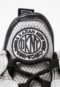 DKNY - LYNZIE  - Baskets basses - silver/black - 2