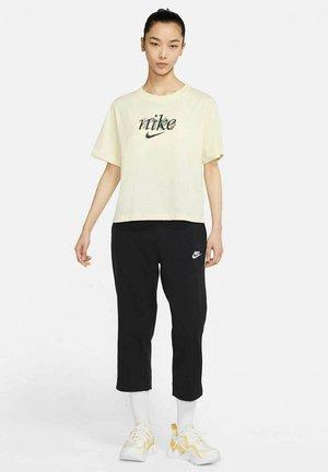 BOXY NATURE - T-shirt z nadrukiem - creme