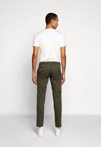 DRYKORN - KILL - Chino kalhoty - grün - 2