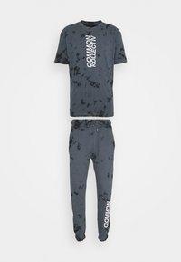 Common Kollectiv - ESSENSTIALS TIE DYE TRACKSUIT UNISEX - Print T-shirt - black - 0