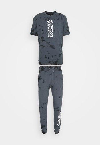 ESSENSTIALS TIE DYE TRACKSUIT UNISEX - T-shirt imprimé - black