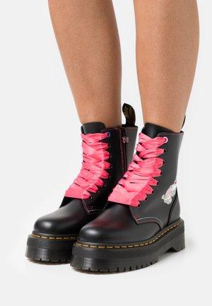 JADON X HELLO KITTY & FRIENDS - Šněrovací kotníkové boty - black smooth