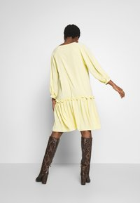Love Copenhagen - BROLC DRESS - Shirt dress - jojoba yellow - 2