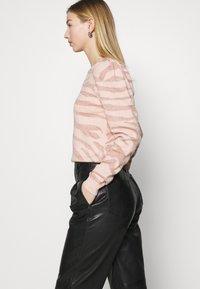 ONLY - ONLCERIE - Sweatshirt - seashell pink/gilded beige glitter - 4