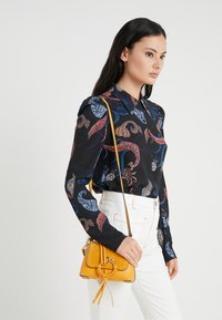 See by Chloé - JOAN - Handtasche - burnt yellow - 1