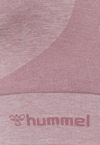 Hummel - ROSA SEAMLESS SPORTS - Light support sports bra - dusky orchid melange - 2
