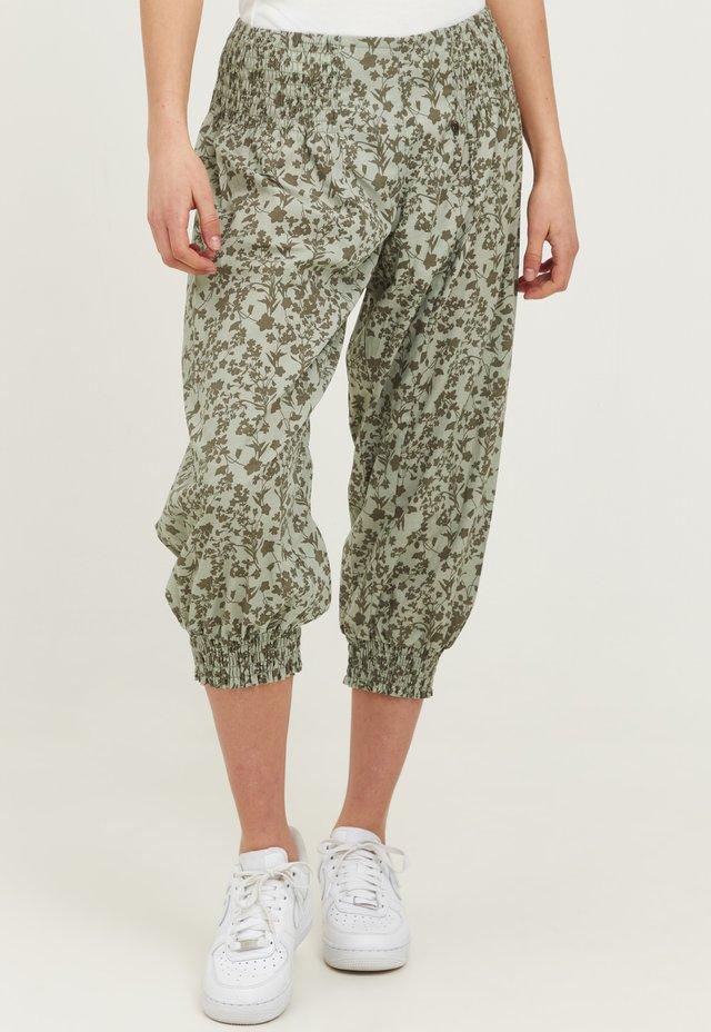 JILL WIDE - Shorts - desert sage printed