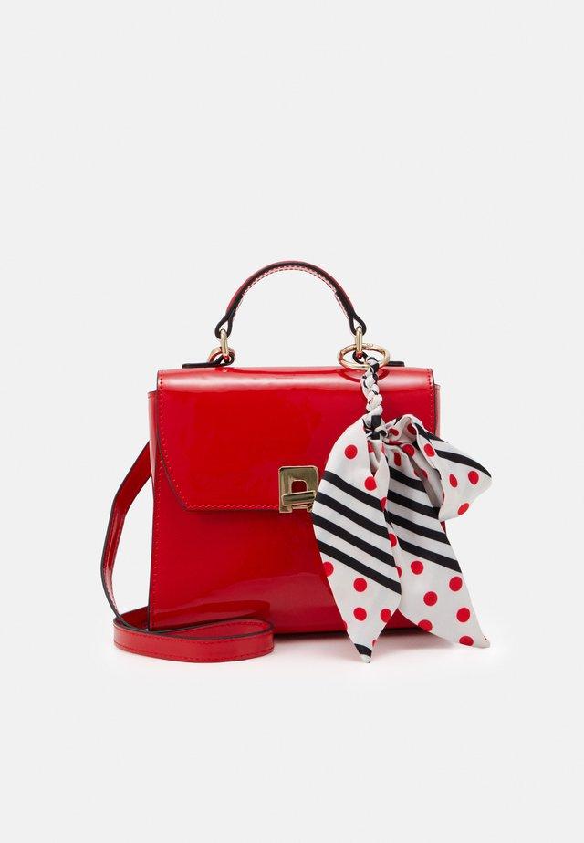CRAZY - Håndtasker - lipstick