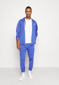 Nike Sportswear - SUIT BASIC - Chándal - astronomy blue/white - 1