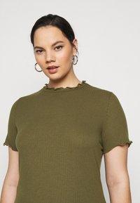 Vero Moda Curve - VMBREA - Print T-shirt - fir green - 3
