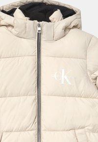 Calvin Klein Jeans - ESSENTIAL PUFFER - Zimní kabát - white - 3