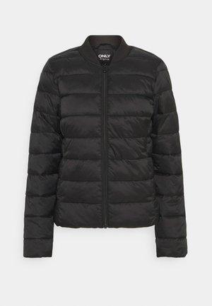 ONLSANDIE QUILTED JACKET - Lehká bunda - black