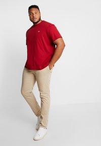 Lacoste - T-shirt basic - alizarine - 1