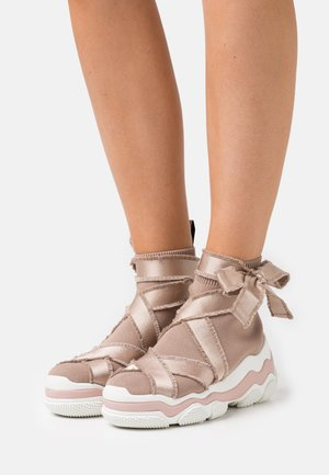 High-top trainers - nude/bianco