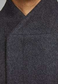 Jack & Jones PREMIUM - JPRCOLLUM - Short coat - dark grey melange - 4