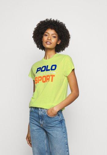 T-shirt con stampa - bright pear