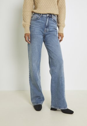 ONLJUICY LIFE WIDE LEG - Flared Jeans - medium blue denim