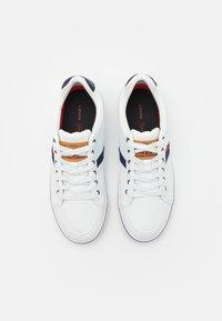 Levi's® - TURNER - Sneakers basse - regular white - 3