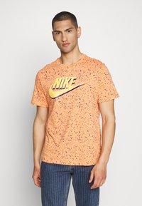 Nike Sportswear - PRINT PACK - Camiseta estampada - orange trance - 0
