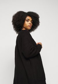 Missguided - LONGLINE PATCH POCKET  - Cardigan - black - 4