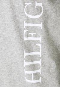 Tommy Hilfiger - LARGE LOGO TEE - Print T-shirt - grey - 6