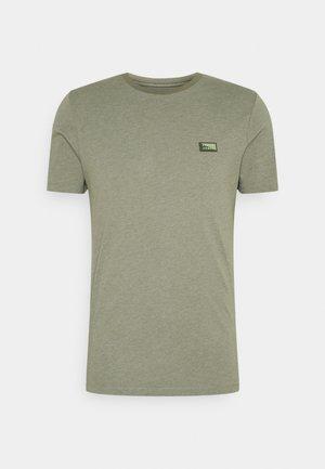 JCOSCHULTZ TURK TEE CREW NECK ON - T-shirt basic - deep lichen green