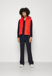 Tommy Hilfiger - ESSENTIAL PACK VEST - Waistcoat - oxidized orange - 1
