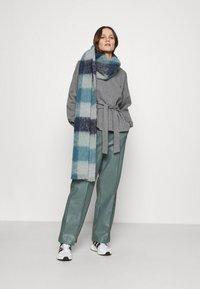 Lounge Nine - WILMA TIEBELT - Sweatshirt - dark grey melange - 1